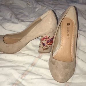 Women's size 6.5 tan embroidered block heel